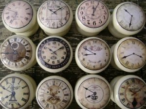 Set of 8 Cream Vintage Clocks, 45mm Shabby Chic Wooden Drawer/Cabinet Knobs Set of 8 Cream Vintage Clocks 45mm Shabby Chic Wooden DrawerCabinet Knobs 0 300x225